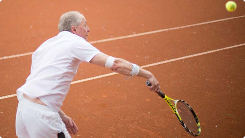 A tennis player using the Masalo Brace