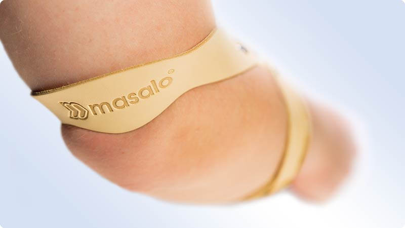 The upper arm strap of the masalo brace against epicondylitis